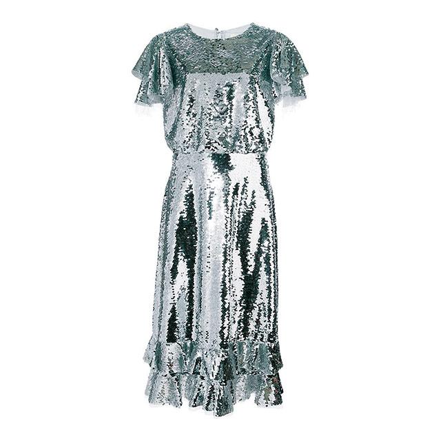 러플 디테일로 여성미를 강조한 시퀸 미디 드레스는 150만원대로 Sachin & Babi by Farfetch