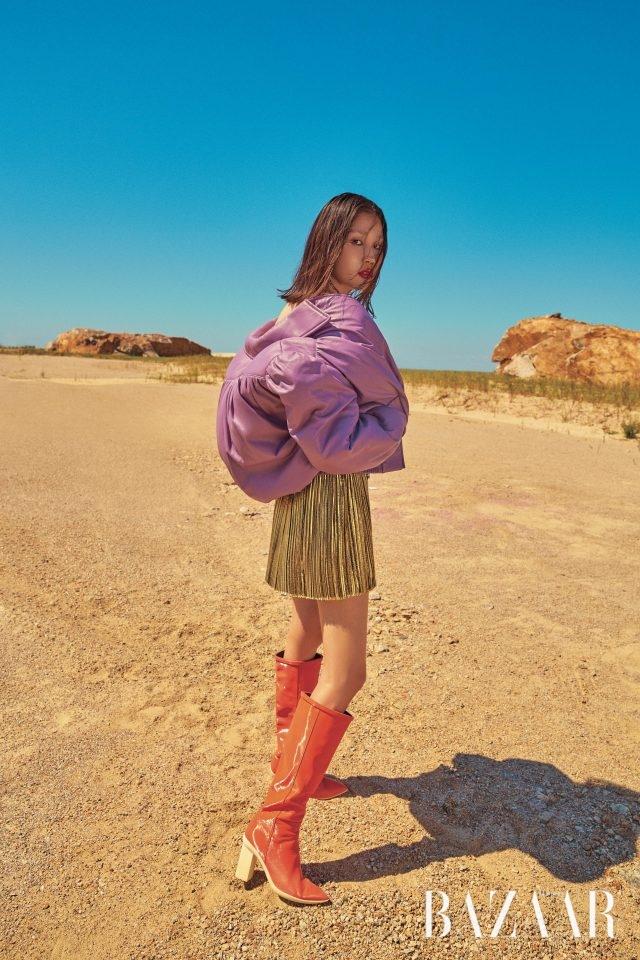 재킷은 490만원대로 Miu Miu, 드레스는 562만원으로 Saint Laurent by Anthony Vaccarello, 롱 부츠는 Stuart Weitzman.