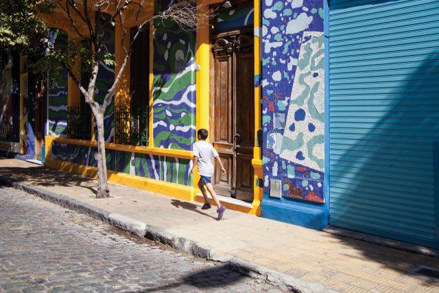 비비드한 컬러로 페인팅된 브에노스 아이레스 거리.