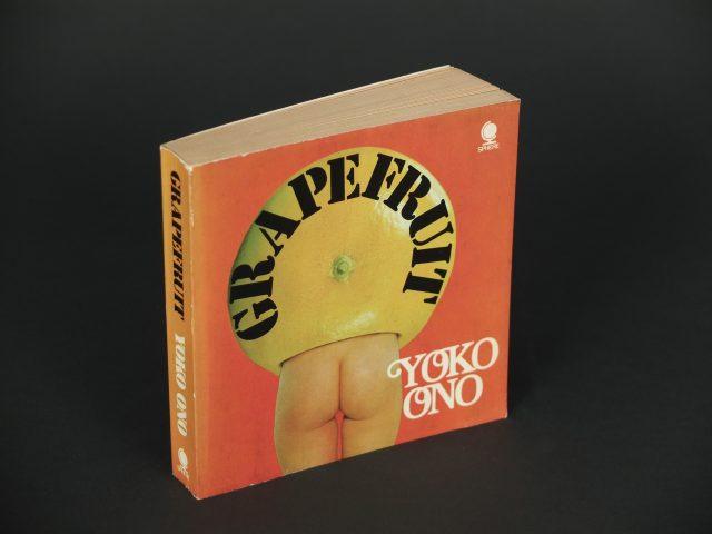 1971년 판 Grapefruit 표지 이미지.
