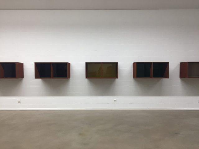 렘브루크 미술관 기획 전시에 걸린 도널드 저드의 작품.