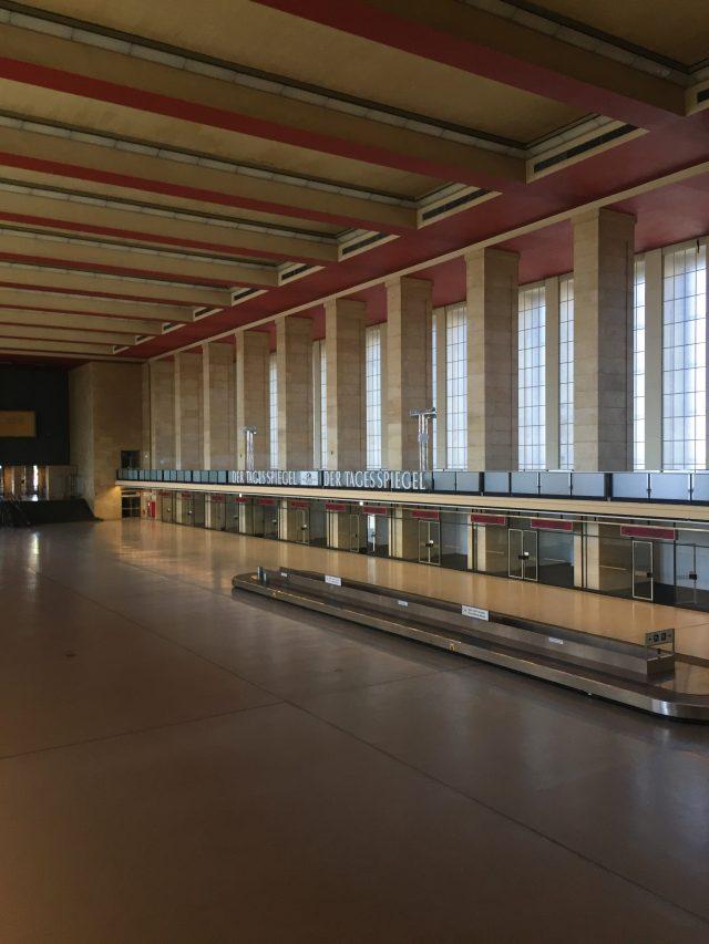 지금은 폐쇄된 베를린 템펠호프 공항의 언캐니한 풍경.