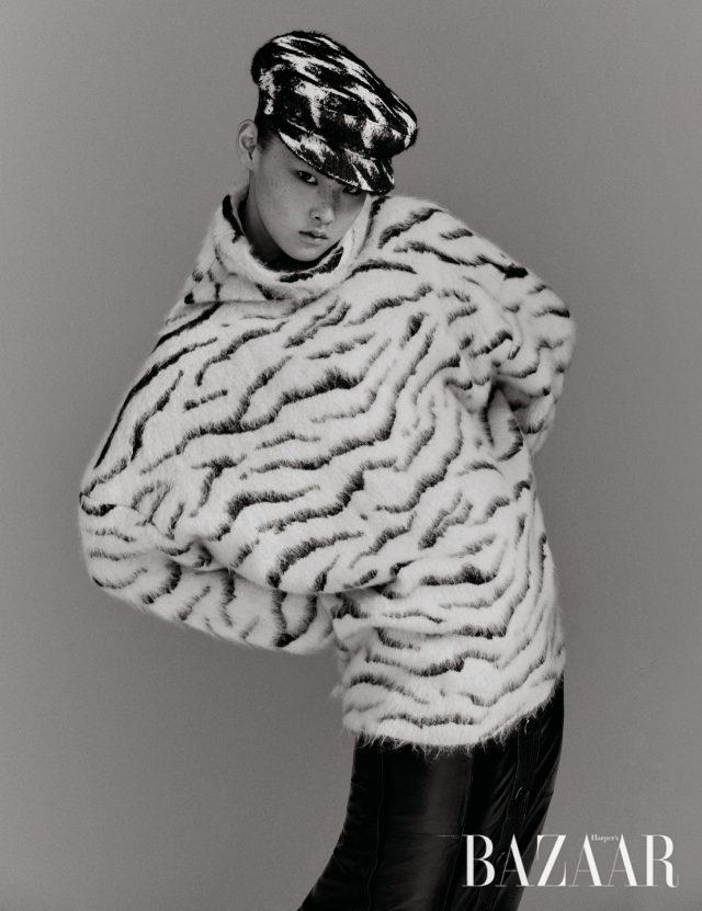 니트 톱은 210만원대, 스커트는 410만원대 모두 Givenchy, 모자는 44만원대 Eugenia Kim by Net-A-Porter.