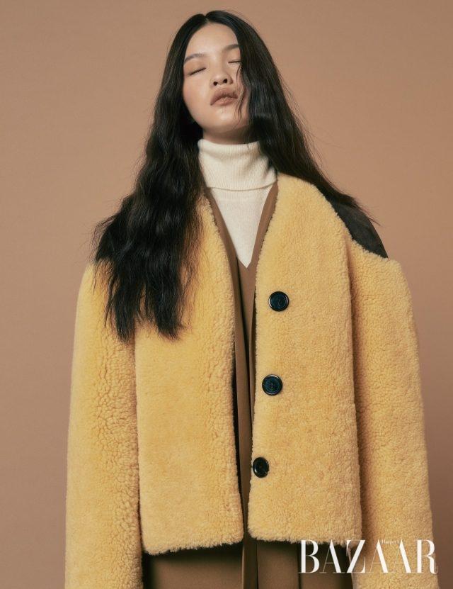 재킷은 가격 미정 Louis Vuitton, 터틀넥 니트는8만원대 Uniqlo, 원피스는 28만8천원 Recto.
