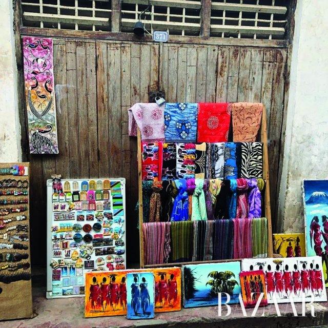 탄자니아의 작은 섬, 잔지바르의 길거리 상점.