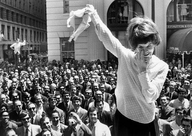 샌프란시스코 백화점 외부의 시위자, 1969년.