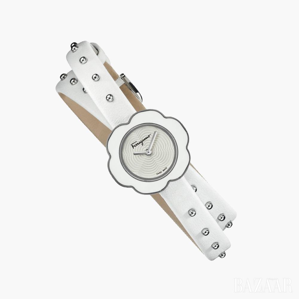 시계는 92만원 Ferragamo Timepieces by Gallery O'clock동전지갑은 29만5천원 MCM