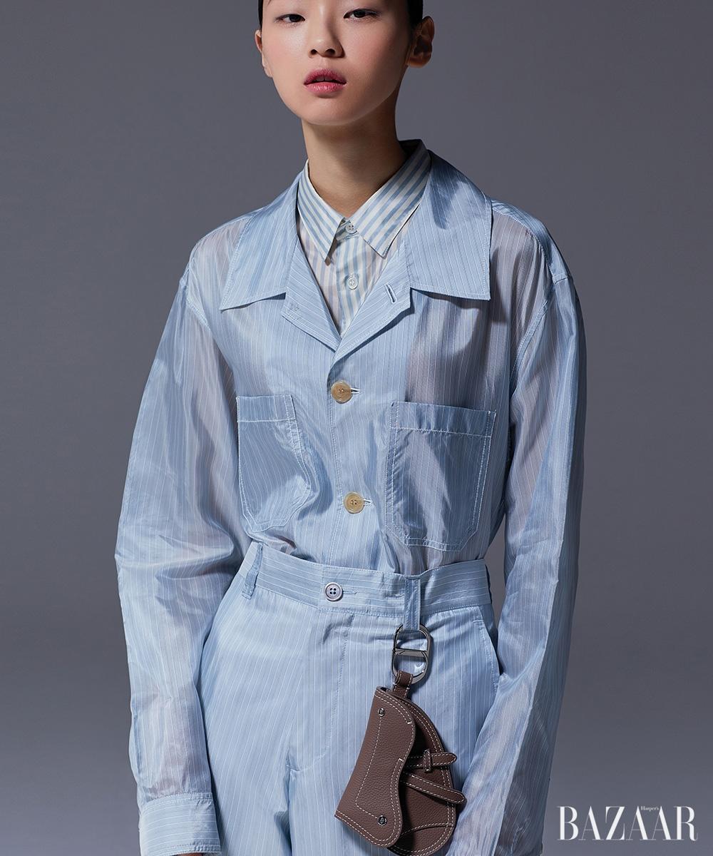 셔츠, 팬츠, 새들 키 링은 모두 가격 미정 Dior.