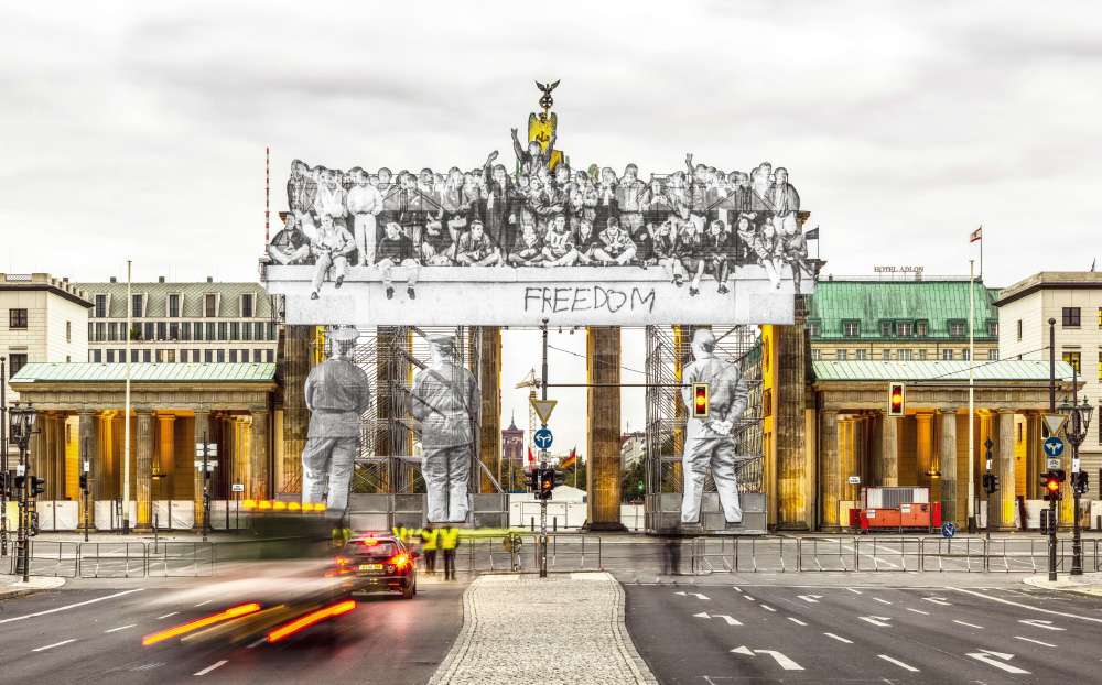 Giants, Brandenburg Gate, September 27, 2018, 6h57, Iris Hesse, Ullstein Bild, Roger-Viollet, Berlin, Germany, 2018 Colour photograph, mat plexiglas, aluminium, wood / h. 100 × L. 160 cm | h. 39 3/8 × l. 63 in Courtesy the Artist and Perrotin ©JR-ART.NET