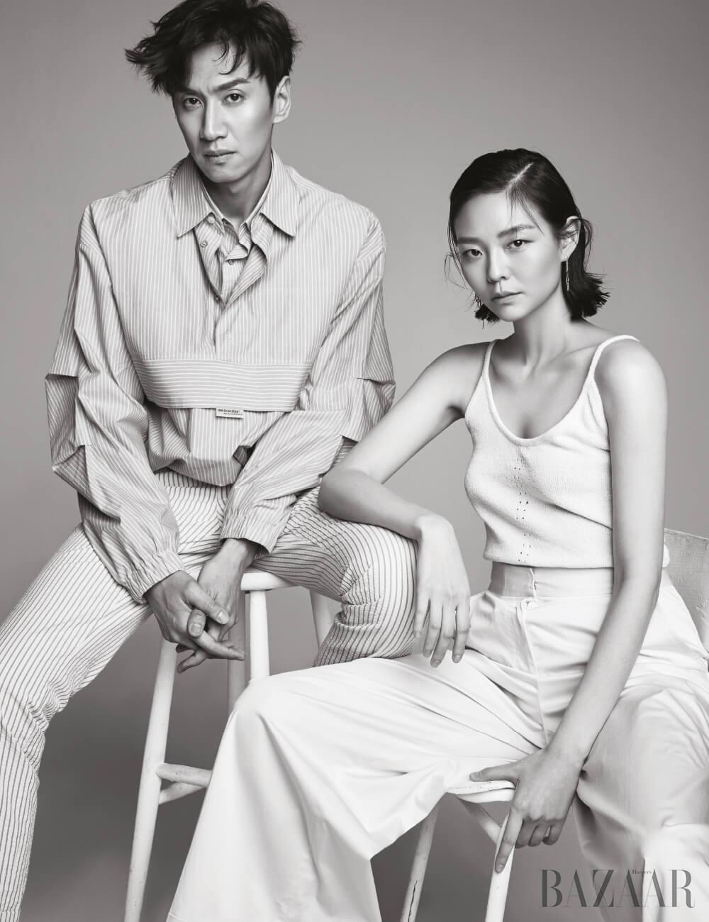 이광수가 입은 스트라이프 셔츠는 Munn, 팬츠는Man ON The Boon. 이솜이 입은 니트 슬리브리스는 Neul, 와이드 팬츠는 Cos, 귀고리는 Hermès.