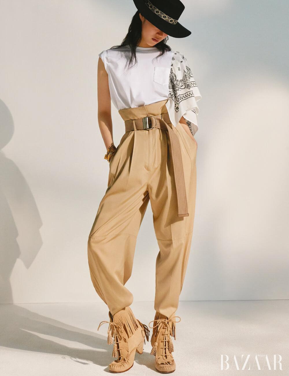 콤배트 팬츠는 가격 미정 Givenchy, 보터햇은 7만8천원 H&M, (위부터) 체인 팔찌는 가격 미정 Dior, 스톤 장식 팔찌는 42만원, 볼드한 커프는 45만원 모두 Jem & Pebbles, 골드 커프는 16만5천원 Trois Rois, 부츠는 85만원 Coach 1941.티셔츠는 59만원 Sacai.