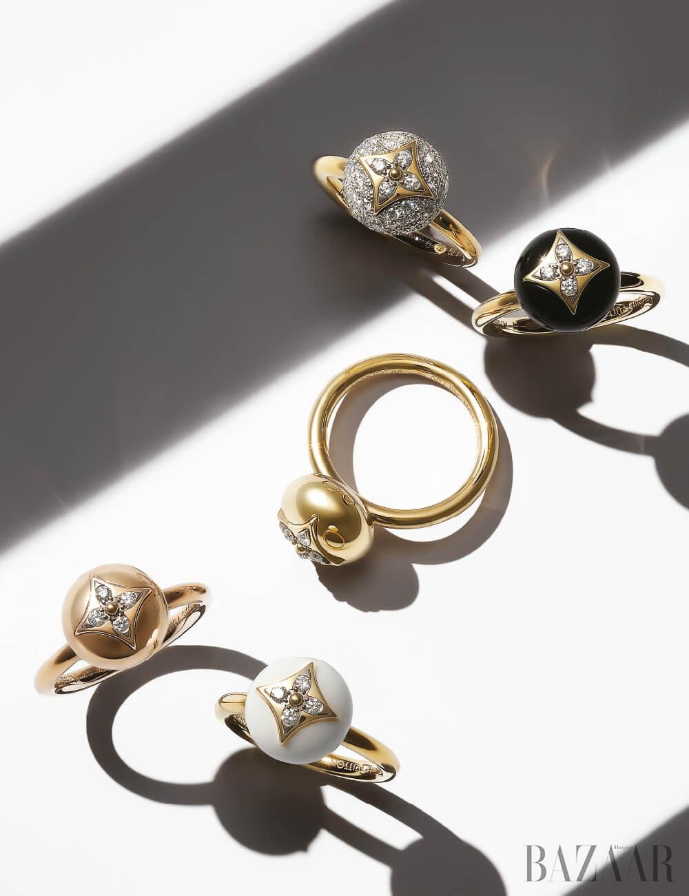 (위부터 시계 방향으로) 다이아몬드가 세팅된 'B 블라썸' 반지, 오닉스와 다이아몬드가 세팅된 반지, 옐로 골드 반지, 마노 장식 반지, 핑크 골드에 다이아몬드가 세팅된 반지는 모두 가격 미정 Louis Vuitton.