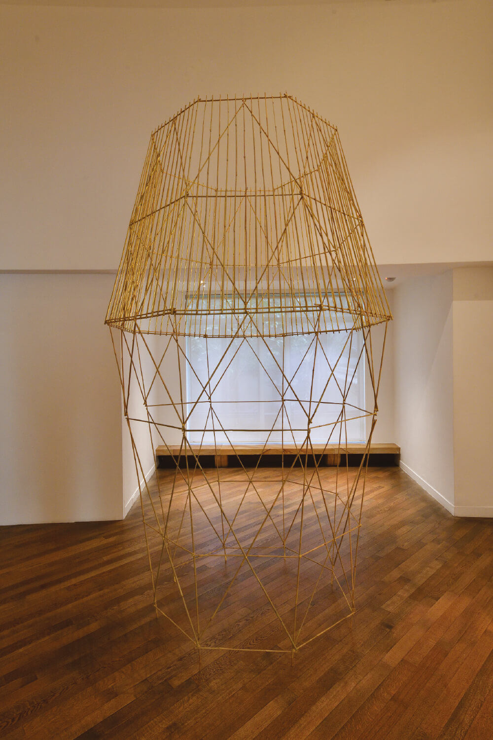 스튜디오 뭄바이, 'Tazia Bamboo', 2019, Silk thread and gold leaf, 170×170×300cm.