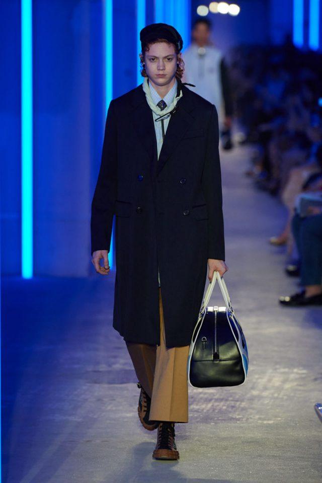 성전환 후 처음으로 남성 패션쇼 런웨이에 오른 내이선 웨스틀링