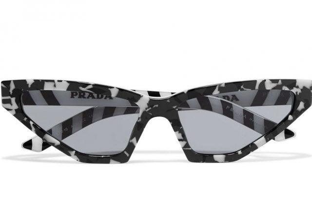 마블 패턴 프레임의 캣츠 아이 선글라스는 Prada 제품