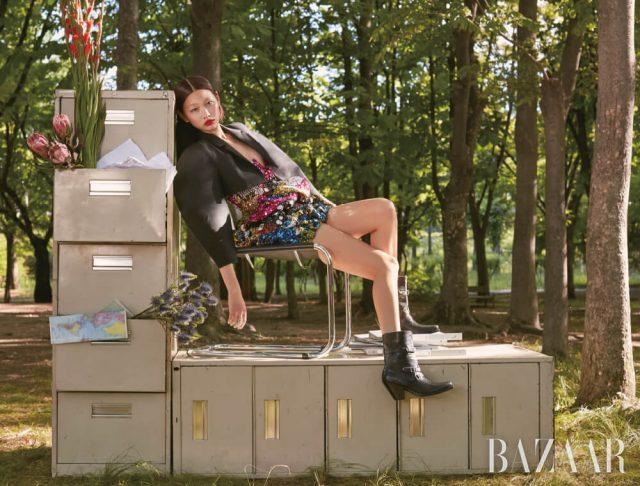 재킷, 드레스, 부츠는 모두 Celine by Hedi Slimane, 반지는 76만원 Gucci.