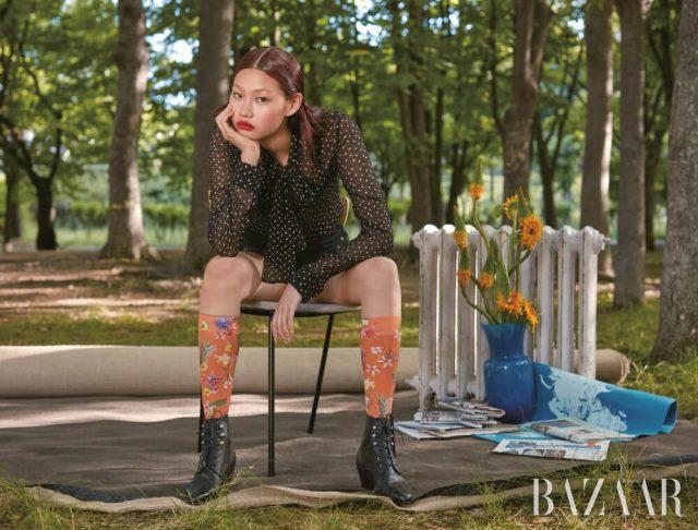 블라우스, 쇼츠, 부츠는 모두 Saint Laurent by Anthony Vaccarello, 삭스는 에디터 소장품.