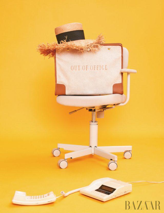 밀짚모자는 Chanel, 가방은 50만원대 Paravel by Net-A-Porter.