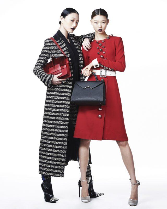(왼쪽부터) 스트라이프 패턴 롱 코트, 실크 슬리브리스 톱, 레더 팬츠, 앵클부츠는 모두 Haider Ackermann, 송치가 더해진 토트백은 6백30만원으로 Delvaux 제품. 볼드한 메탈과 주얼 벨트가 장식된 미니 드레스는 Dolce & Gabbana, 덮개 부분이 독특하게 컷아웃된 토트백은 6백1만원으로 Moynat, 로맨틱한 리본 디테일 슈즈는 Miu Miu 제품.