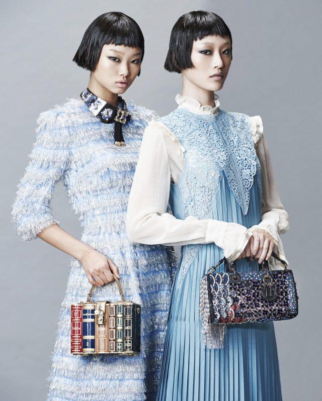 (왼쪽부터) 프린지 디테일 드레스, 크리스털 장식 목걸이, 책 모티프 토트백은 모두 Dolce & Gabbana 제품. 러플 블라우스, 플리츠 롱 드레스는 모두 Stella McCartney, 화려한 비딩 장식 토트백은 Dior 제품.