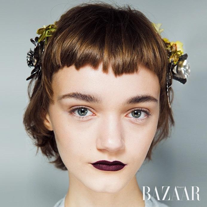 귀여운 소녀에서 불현듯 우아한 여인으로 분하는 앞머리의 다양한 변주에 편승해야 할 때.