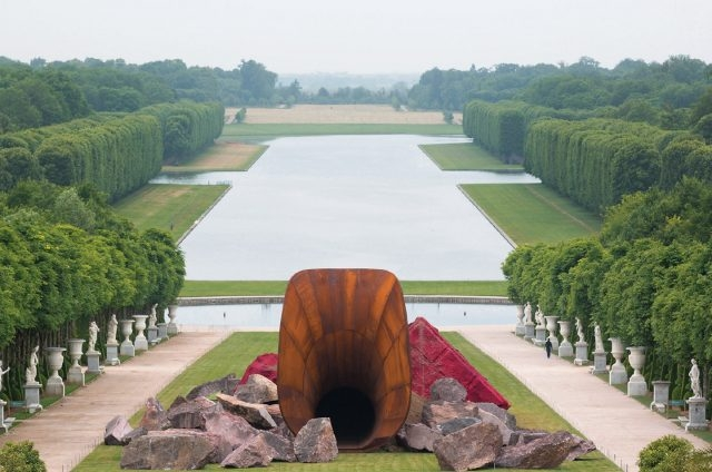 'Dirty Corner', 2011, Installation View at Anish Kapoor Versailles, 2015