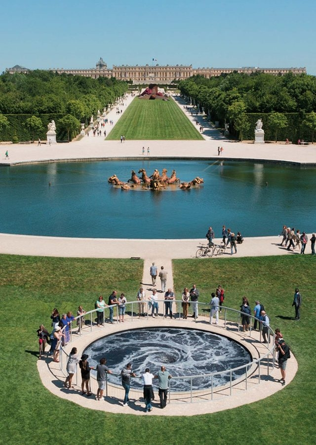 'Descension', 2014, Installation view at Anish Kapoor Versailles, 2015