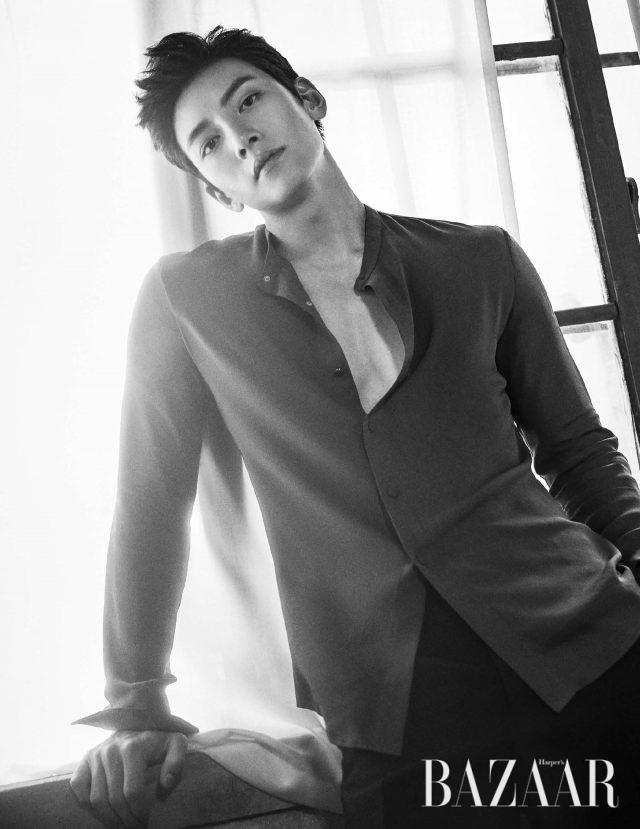 셔츠, 팬츠는 모두 Kimseoryong Homme 제품.