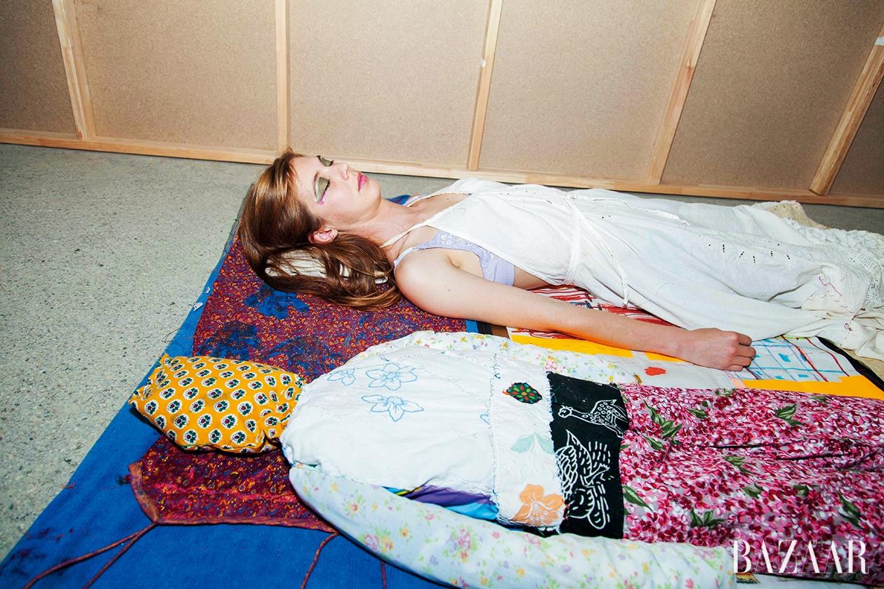멜버른의 패션-미술 실험 공간 센터 포 스타일의 패션쇼 퍼포먼스 'Dress Rehearsal', 2016