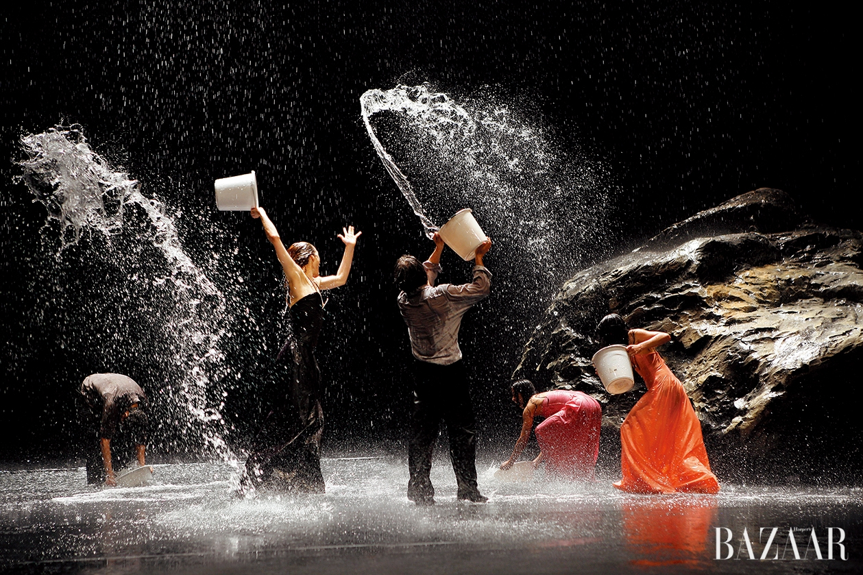 Laurent Philippe, Representation of Pina Bausch's <Vollmond(Full Moon)> Wuppertal, May 2006, © Laurent Philippe