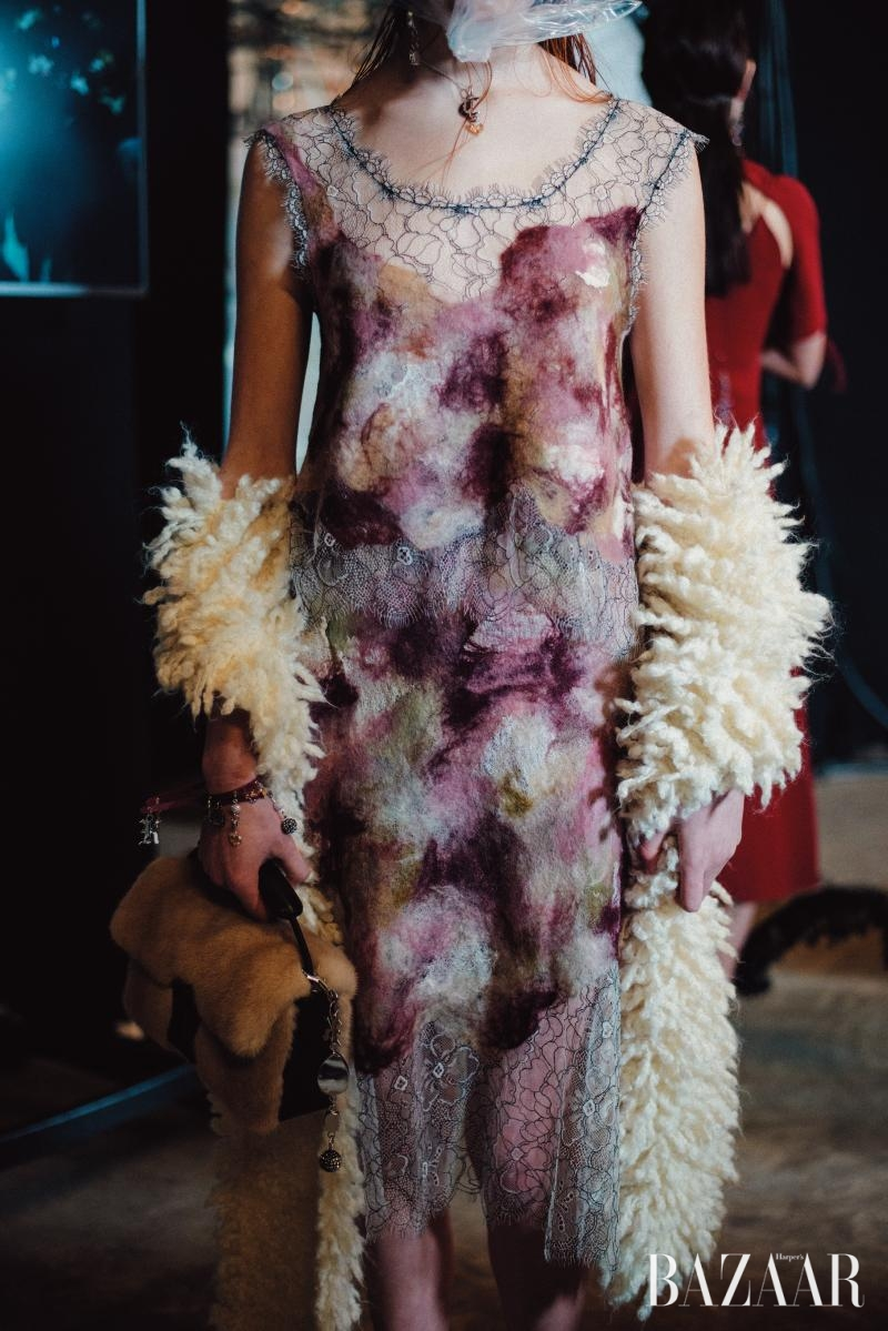 섬세한 플로럴 모티브 드레스