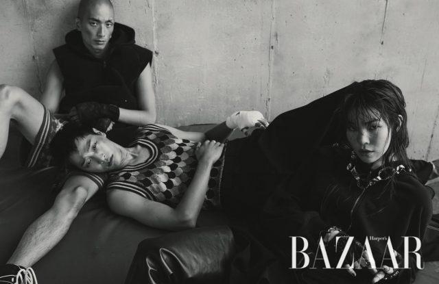 (왼쪽부터)후디 베스트는Givenchy by Riccardo Tisci, 니트 팬츠는 1백9만5천원으로 Gucci, 스니커즈는 Dior 제품. 레트로 풍 패턴의 니트 베스트는 94만원으로 Gucci,와이드 팬츠는 Dior 제품.스커트는 92만5천원, 후디 집업재킷과 조형적인 목걸이와 팔찌, 사이하이 부츠는 모두 가격 미정으로 Balenciaga, 스톤 디테일의 가죽 장갑은16만8천원으로 Karl Lagerfeld 제품.