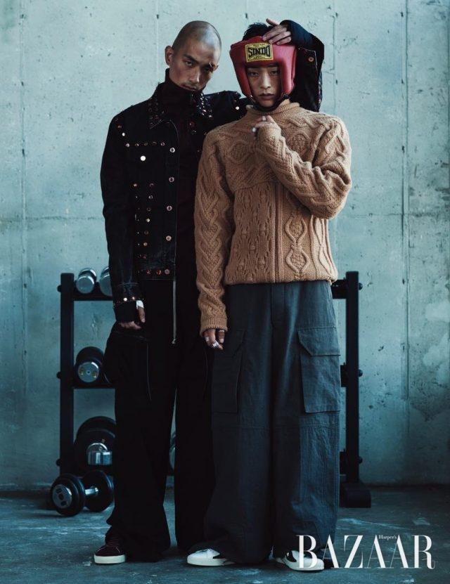 (왼쪽부터) 주얼 장식의 데님 재킷은 Givenchy by Riccardo Tisci, 저지 소재의 집업 재킷은 Burberry, 카고 팬츠는 Rick Owens, 스니커즈는 60만원대로 Saint Laurent 제품.케이블 니트는 Hermès, 와이드 카고 팬츠는 Rick Owens, 패치워크 디테일의 스니커즈는 60만원대로 Saint Laurent 제품.