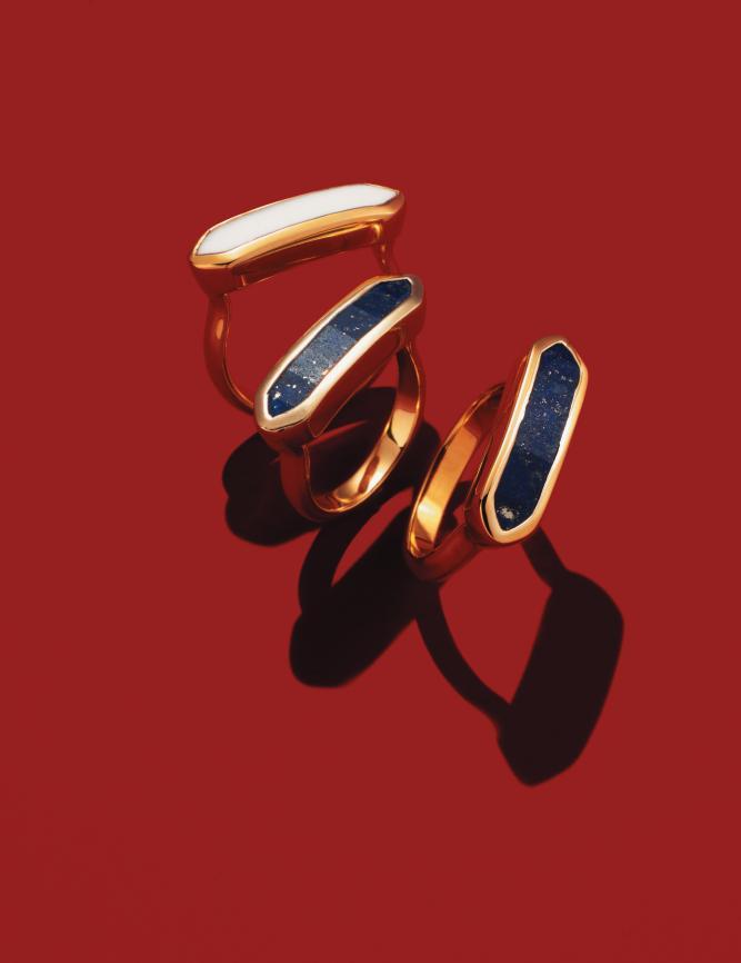 화이트 칼세도니와 라피스 라줄리가 세팅된 반지는 각각 21만원으로  <strong>Monica Vinader</strong>