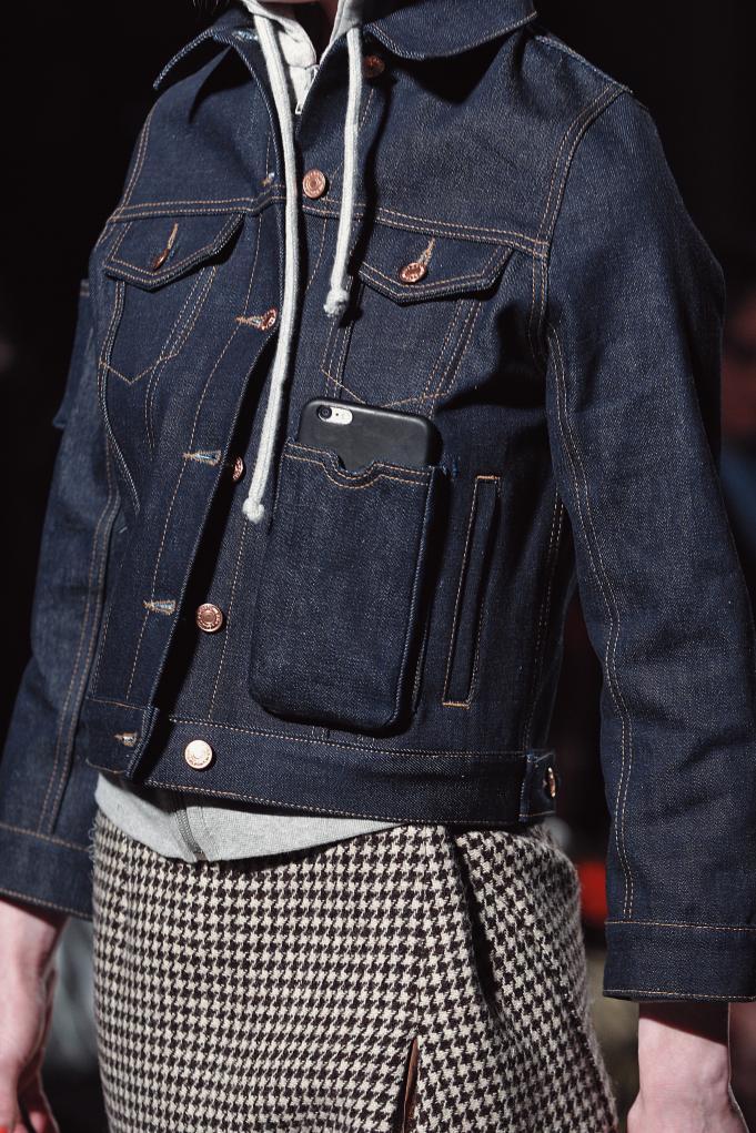 휴대폰을 소지할 수 있는 포켓 장식이 달린 2016 F/W 베트멍 데님재킷