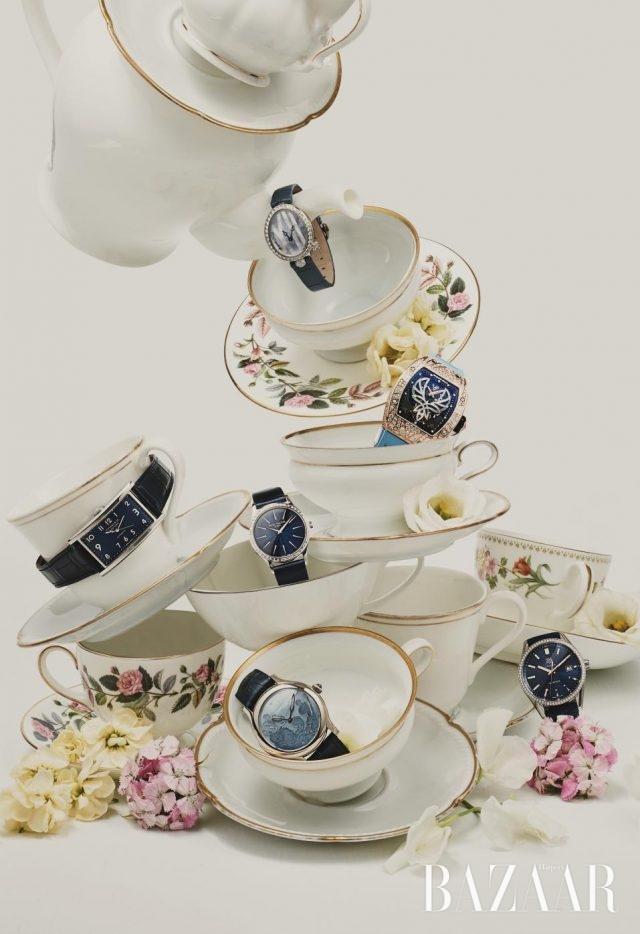 (위부터) 로맨틱한 리본 모티프가돋보이는 시계는4천5백68만원으로 Breguet,글래머러스한 다이아몬드 세팅이눈부신 시계는 Richard Mille,블루 다이얼이 밤하늘을연상케 하는시계는 6천만원대로Patek Philippe,가로로 긴 다이얼 모양이독특한 시계는 Tiffany & Co,다이얼에 아르데코 풍모티프가 더해진 시계는Laurent Ferrier,베젤을 따라 다이아몬드가세팅된 클래식한 시계는Tag Heuer