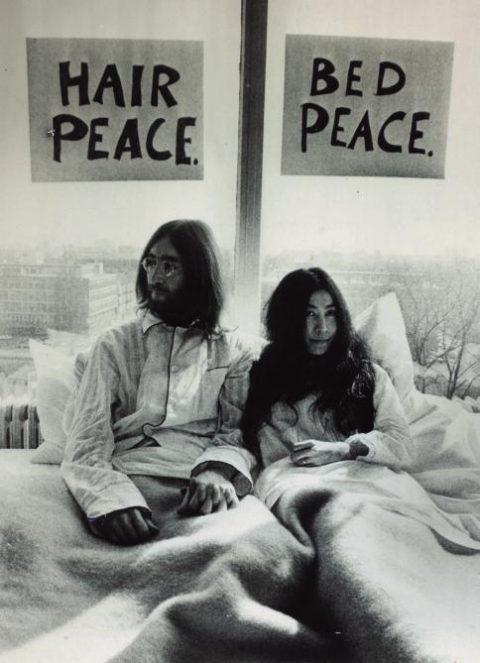 1969년 '침대 시위'를 하는존 레넌과 오노 요코