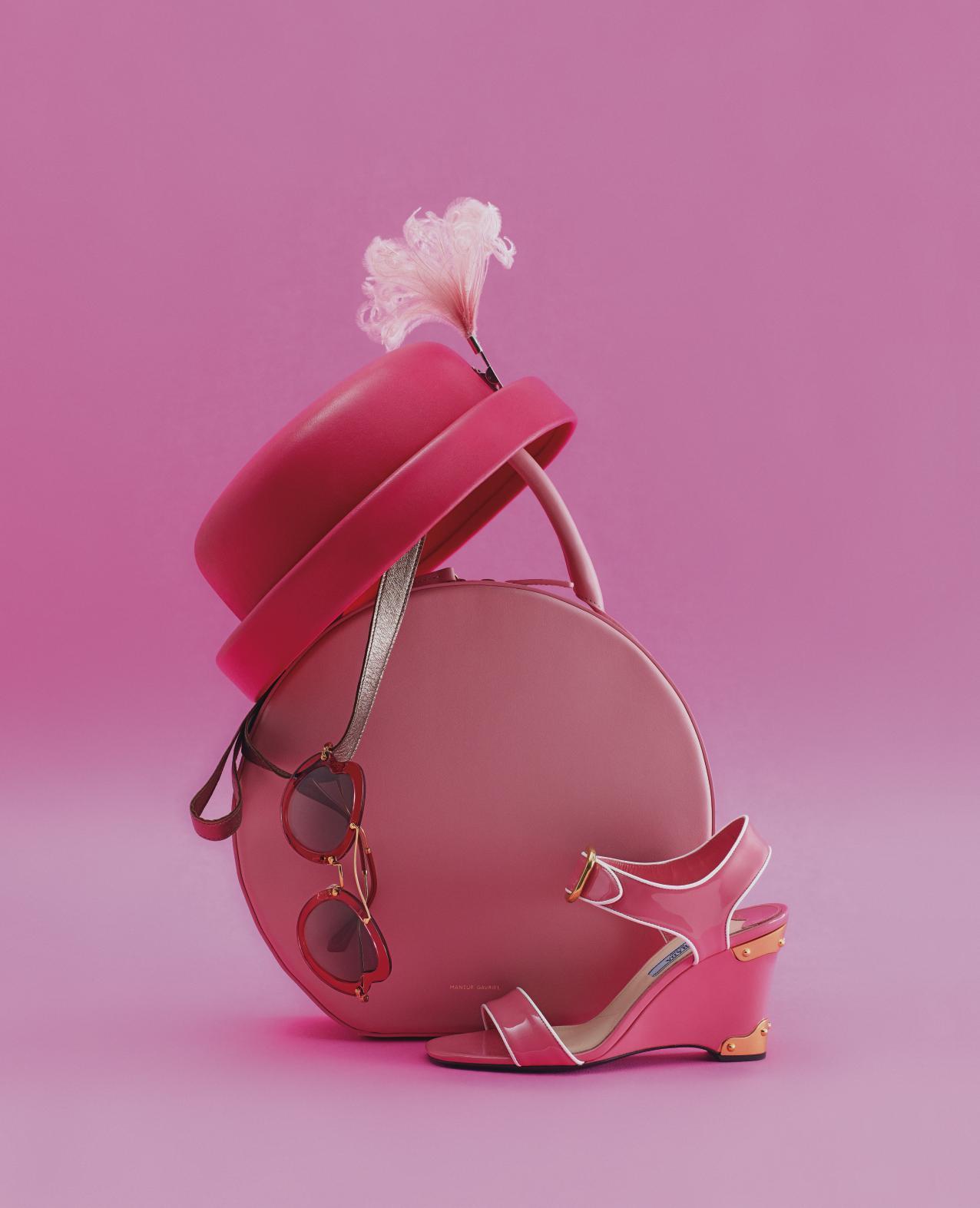 딸기 우유를 연상시키는 베이비 핑크부터 차분한 더스티 핑크, 강렬한 핫핑크까지. 다채로운 핑크 컬러로 음울한 가을에 생기를 더할것.