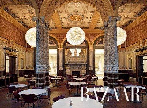 19세기 카페 데커레이션 양식을 보여주는 V&A 카페 (© Victoria and Albert Museum, London)