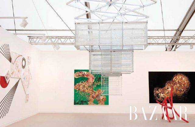 프리즈 런던에서 꾸준히 환대 받는 함경아, 양혜규 등을 소개한 국제 갤러리 부스는 이미지 컴포지션이 인상적이었다
