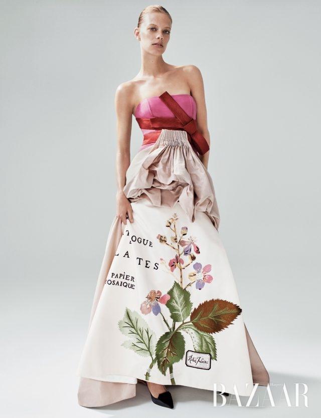 2011년 S/S 컬렉션의 드레스.