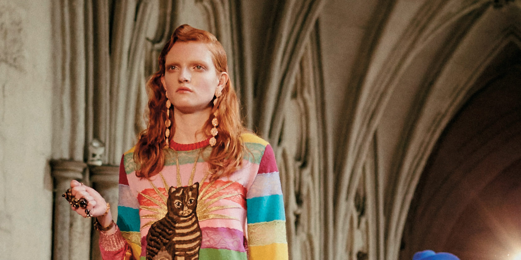 2017 구찌 크루즈 컬렉션은 영국의 유서 깊은 유산, 웨스트민스터 사원으로 향했다. 알레산드로 미켈레가 보내는 영국을 위한 한 편의 서정시와 함께.