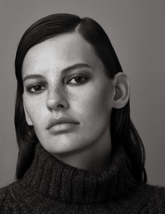 터틀넥 스웨터는 가격 미정으로 Michael Kors Collection 제품.