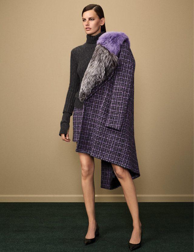왼쪽 페이지: 터틀넥 스웨터는 가격 미정, 퍼 트리밍으로 칼라를 장식한 빈티지한 체크 코트는 5백90만원, 스커트는 1백만원대, 모던한 미드 힐 펌프스는 가격 미정으로 모두 Michael Kors Collection 제품.