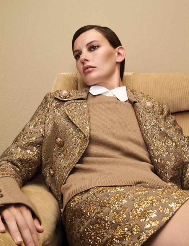 자카드 소재의 재킷은 5백90만원, 베이식한 셔츠는 80만원, 니트는 가격 미정, 스커트는 1백70만원으로 모두 Michael Kors Collection