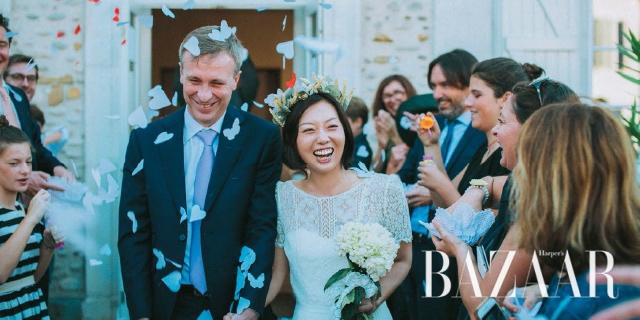 <바자>의 오랜 필자이며 파리에서 오브제 경매사로 일하고 있는 이지은이 프랑스 남자와 결혼했다. 피레네 산맥의 산골 마을에서 펼쳐진 프랑스식 웨딩에 대해 왁자지껄하고 사랑스러운 이야기를 들어보자.