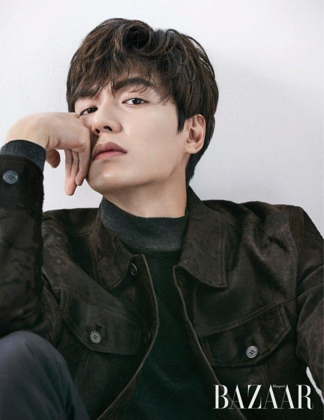 터틀넥 풀오버는 Polo Ralph Lauren, 송치 소재 재킷은 Kimseoryong Homme 제품