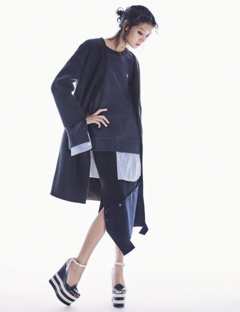 리버서블 코트는 49만8천원, 밑단에 셔츠 디테일을 가미한 스웨트셔츠는 15만8천원, 언밸런스한 실루엣의 패치워크 스커트는 26만8천원, 귀고리는 15만8천원으로 모두 Recto, 슈즈는 1백28만원으로 Gucci 제품.
