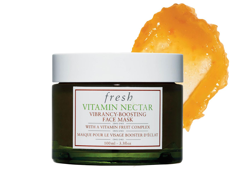 2.Fresh '바이타민 넥타 바이브런시 부스팅 페이스 마스크' 으깬 오렌지, 레몬, 클레멘타인 등 순수한 과일 페이스트를 50%나 함유한 비타민 팩을 가까이 할 것. 피부가 잃어버린 생기와 광채를 되찾는 건 시간 문제다. 9만원대.