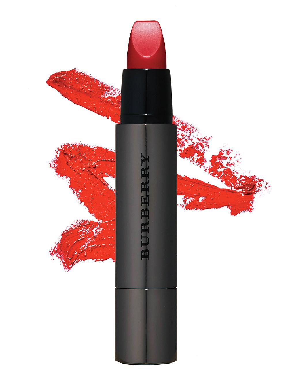 1.Burberry '풀 키세스' 단 한번의 터치로 또렷하고 볼륨감 있는 입술을 완성해줄 레드 립스틱. 3만6천원대.